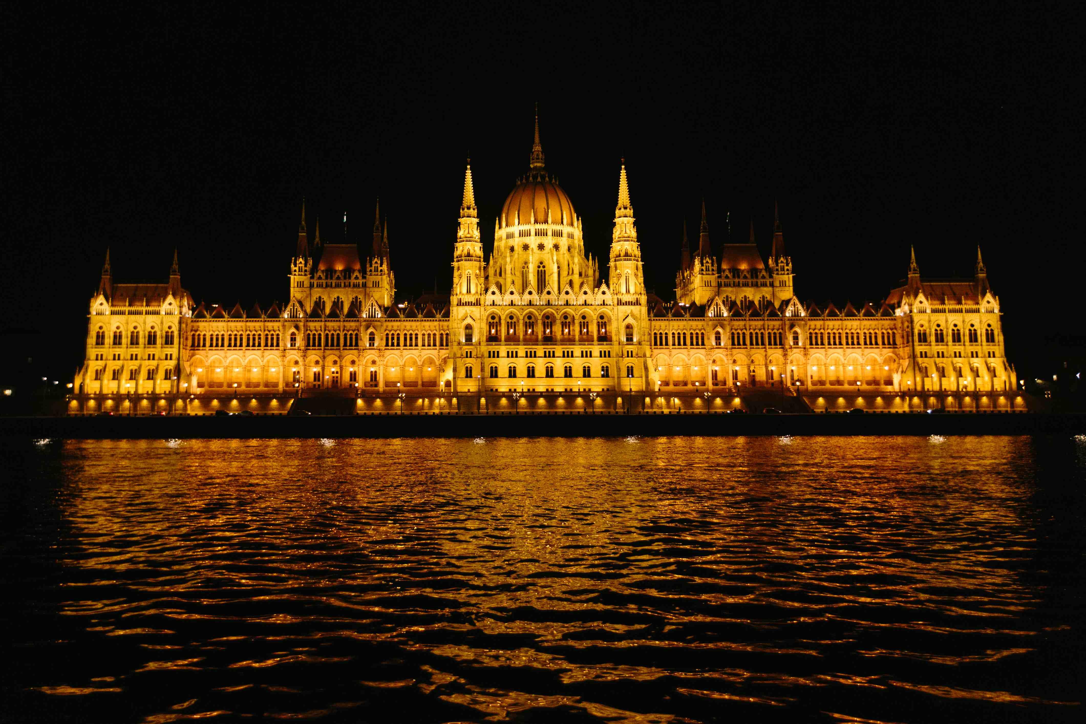 Budapest - Danube - Boldmagazine