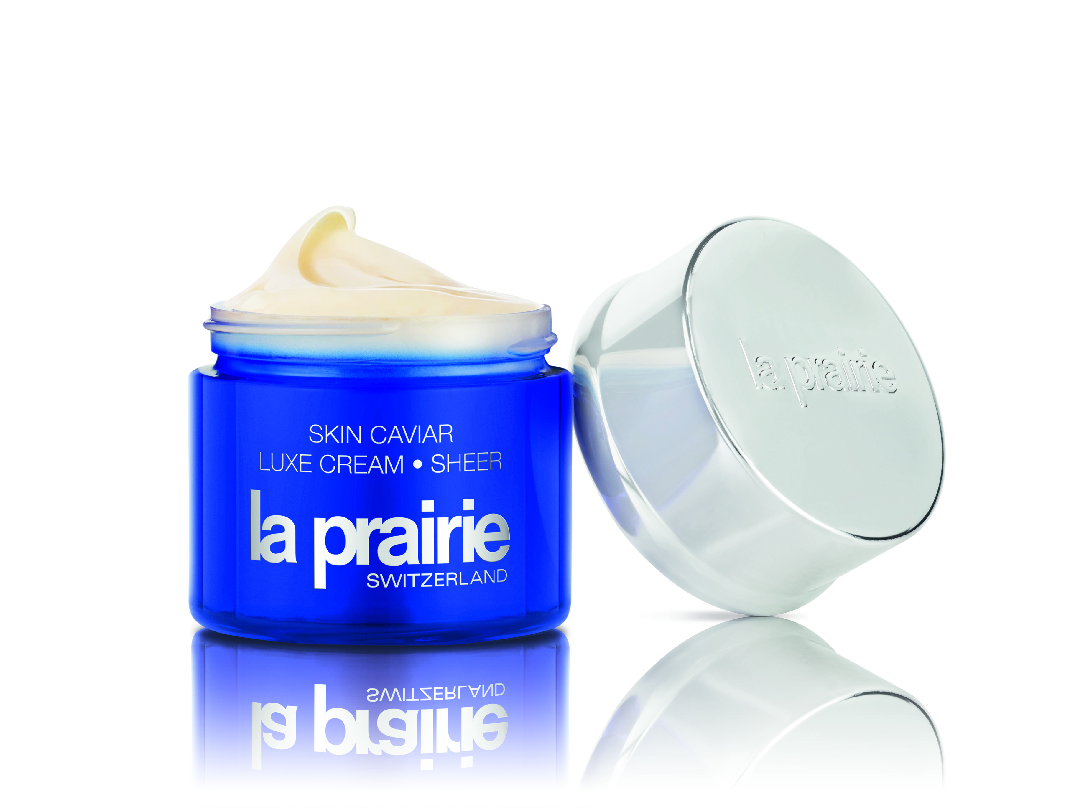 La Prairie Skin Caviar Luxe Cream, is a lightweight moisturizer, that absorbs quickly and it allows for easy reapplication - protecting the skin from dehydration on board.