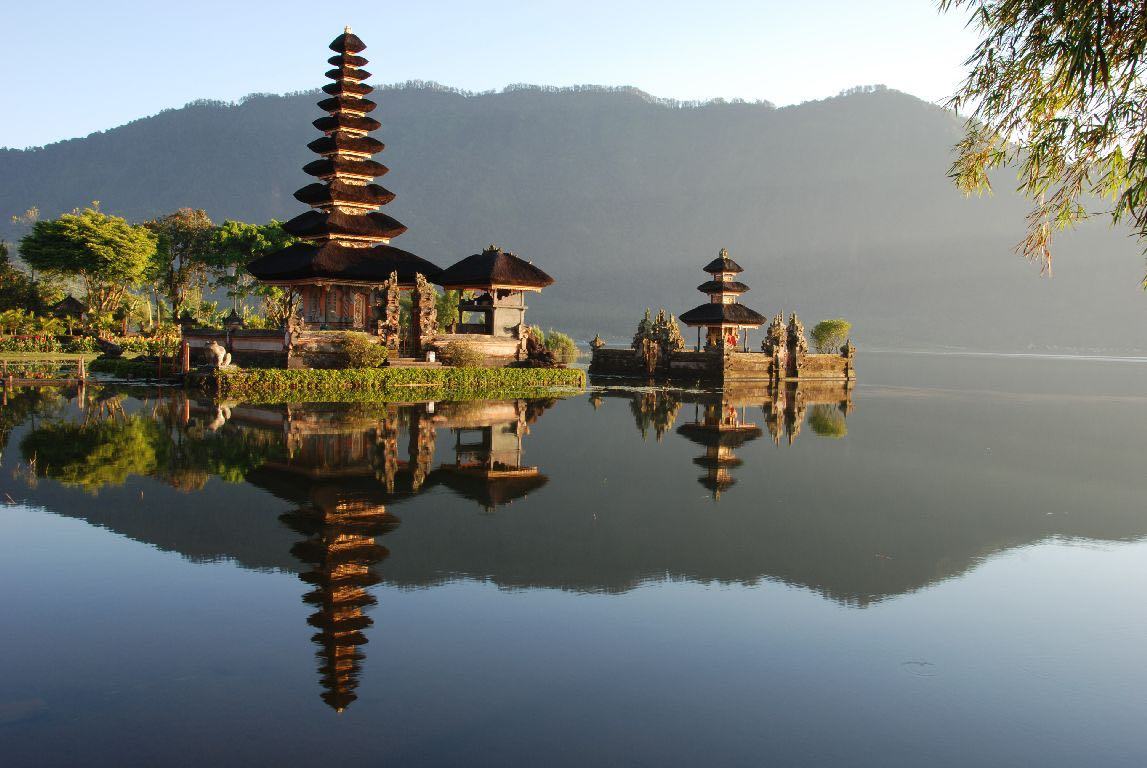 The Pura Ulun Danu Bratan Temple: An iconic image of Bali, depicted on the 50,000Rp note, this important Hindu-Buddhist temple was founded in the 17th century. It is dedicated to Dewi Danu, the goddess of the waters, and is built on small islands.