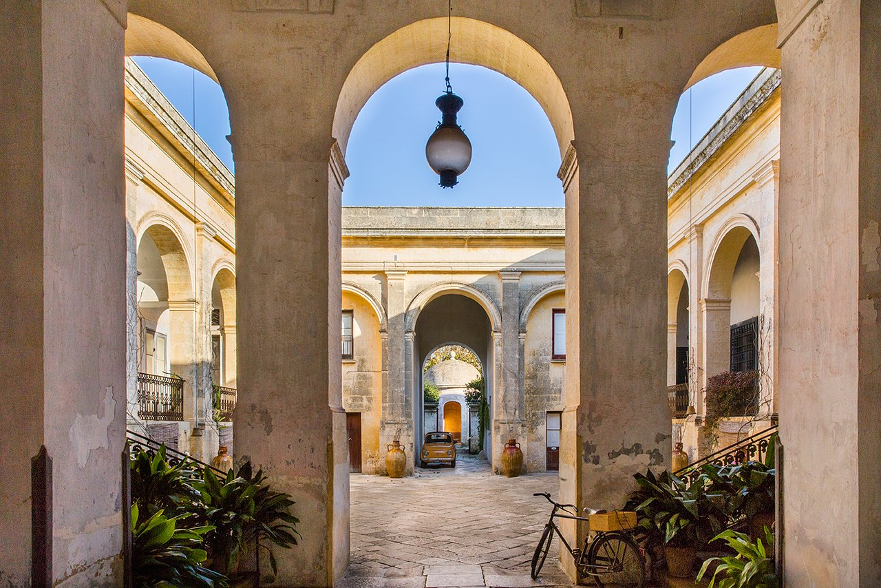 Palazzo Daniele Puglia, Italia